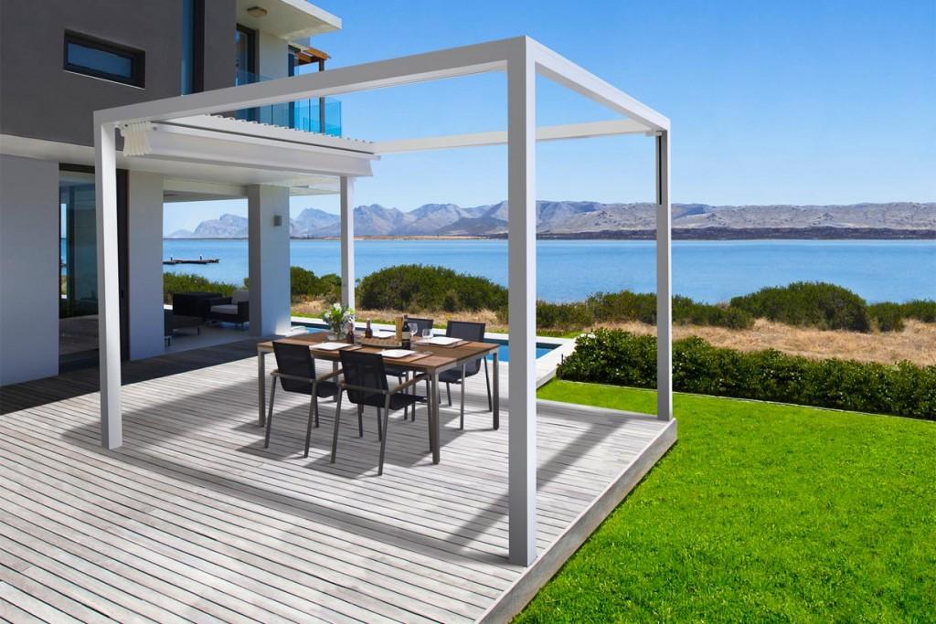 Wird das Tuch des Terrassenfaltdaches komplett eingefahren, entsteht ein sonniger Sitzplatz. Bildquelle: tdx/Leiner