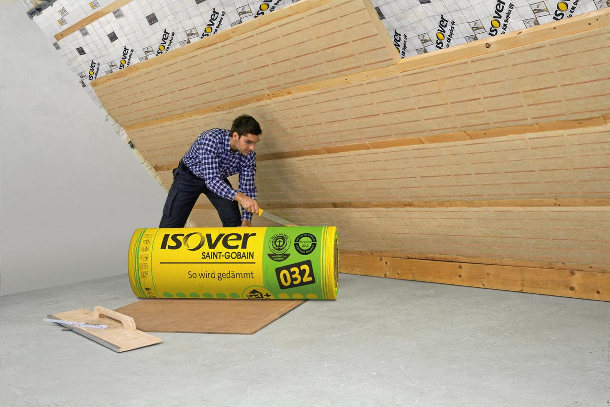Bevor das Dachgeschoss ausgebaut wird, sollte gedämmt werden. Wer dabei auf hochwertige Dämmprodukte setzt, kann langfristig Heizkosten einsparen. Bildquelle: tdx/SAINT-GOBAIN ISOVER