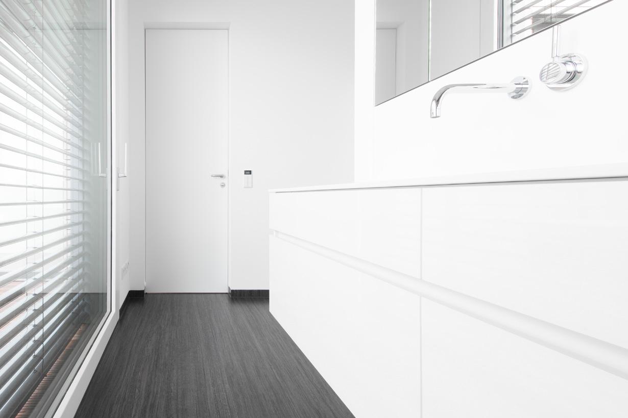 Die wandbündigen Innentüren der Serie modulWERK 1.0 setzen einen besonderen Akzent im Wohnraum. Die nahezu unsichtbare Zarge und die verdeckt liegenden Türbänder lassen das markante Türblatt für sich sprechen. Bestätigt wurde die Hochwertigkeit des Designs mit dem German Design Award 2016 in der Kategorie Excellent Product Design – Furniture. Bildquelle: tdx/Vitadoor
