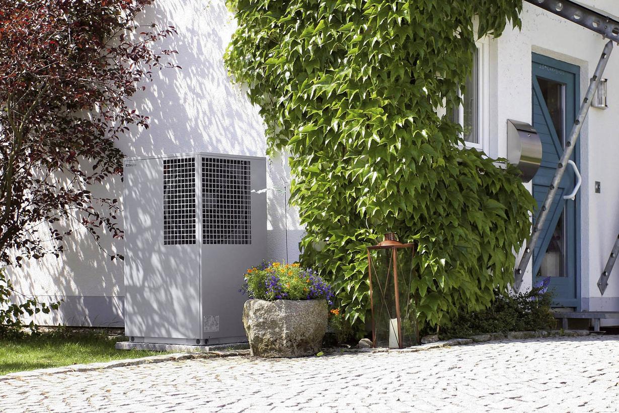 Immer häufiger wird die Erdwärme als Energieträger genutzt. Eine Wärmepumpe kann unauffällig auf dem Grundstück platziert werden. Bild: tdx/Bundesverband Wärmepumpe