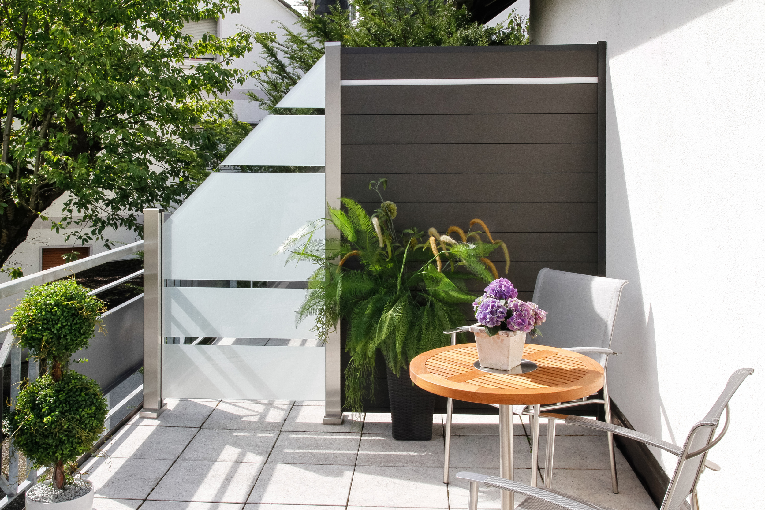 glas im au enbereich freie sicht und sicherer windschutz. Black Bedroom Furniture Sets. Home Design Ideas
