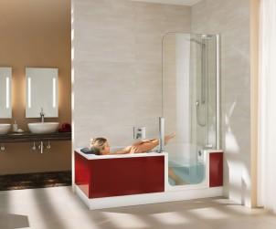Badewanne und Dusche vereint die Twinline 2 von Artweger. So entsteht auch in kleinen Bädern bestmöglicher Komfort. Eine extratiefe Wanne erlaubt ausgiebige Vollbäder, der fast bodenebene Einstieg ermöglicht einen komfortablen Zugang in die Dusche und Wanne. Bild: tdx/Artweger