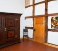 Die eigenen Wohnräume sollten ein wohngesundes Umfeld bieten. Mit natürlicher Kalkfarbe lässt sich ein Raumklima schaffen, das allergenfrei ist. Zudem besitzt Kalk einen alkalischen pHWert, der Schimmel vermeidet – optimal für Räume, in denen eine hohe Luftfeuchtigkeit herrscht. Bild: tdx/Reincke Naturfarben LEINOS