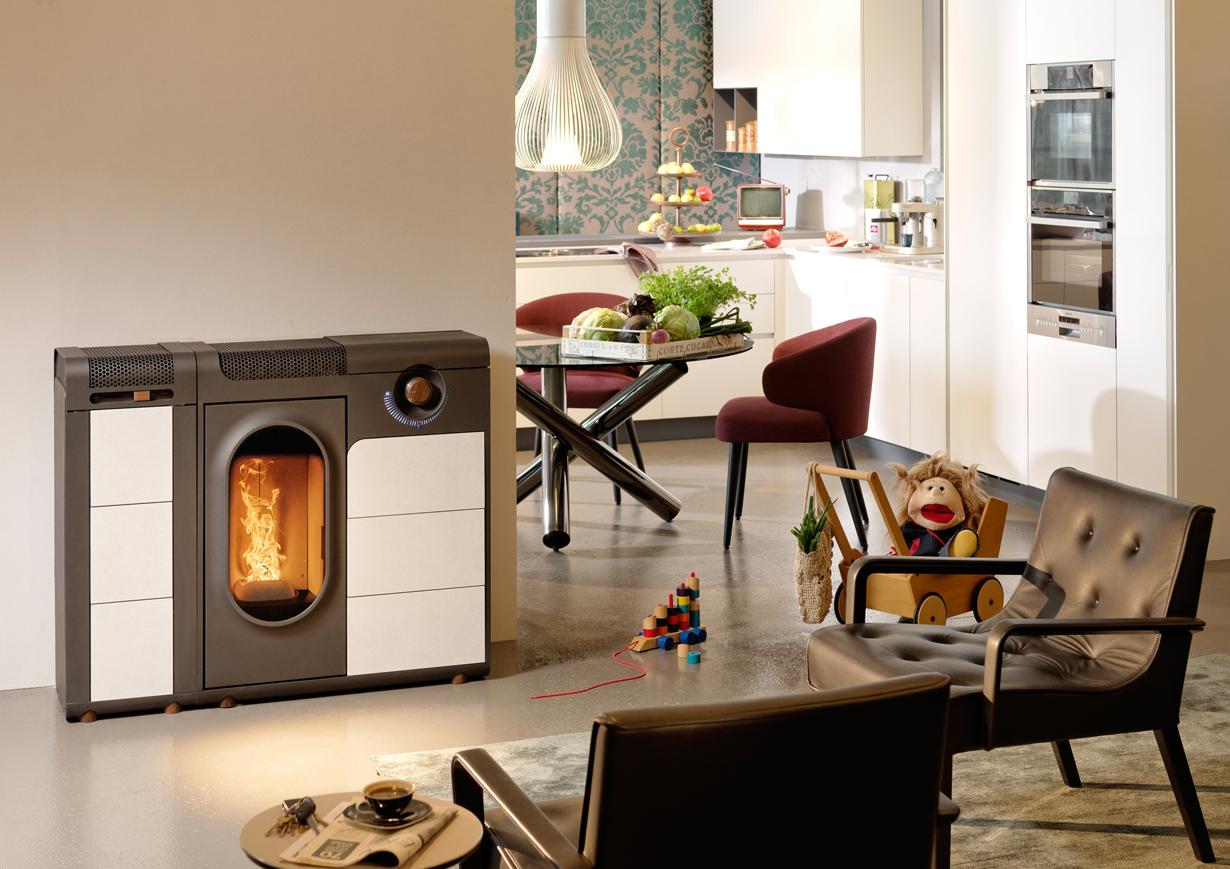 Die Wärmeabgabe wird bei Austroflamm zusätzlich durch eine Brennraumauskleidung mit Keramott verbessert. Keramott zeichnet sich durch ein ideales Verhältnis von Wärmedämmung und Wärmeleitung aus. So werden auch die Heizkosten reduziert. Bildquelle: tdx/Austroflamm