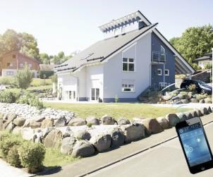 Mit hochwertigen Komponenten, die nachrüst- und erweiterbar sind, kann von überall mit Smartphone oder Laptop auf die ins System integrierte Haustechnik zugegriffen werden. So ermöglicht Hausautomatisierung mehr Sicherheit und mehr Komfort fürs Eigenheim. Bild: tdx/Becker-Antriebe